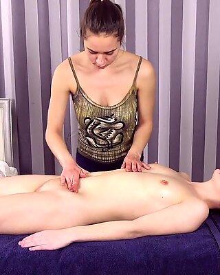 처녀 뜨거운 소녀 sasha mamaeva gets her first massage