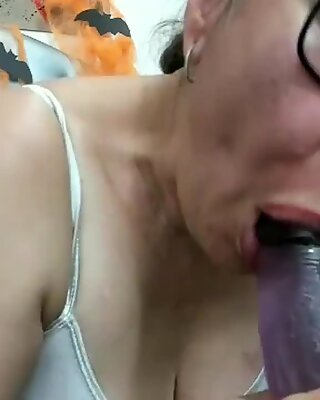Spanish cam girl sucks dildo