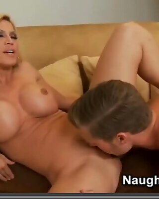 Blonde mummy loves folks to slurp her pussy and she rewards them by sucking