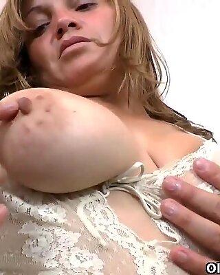 Latina milfs Veronica and Allison take a masturbation break