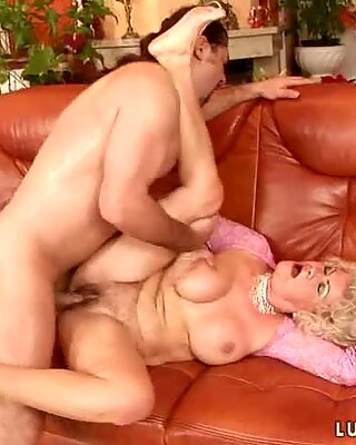 Mature lady gets her hairy snatch pounded and covered in sticky cream