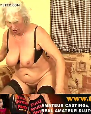 Норма Бабуля дома порно