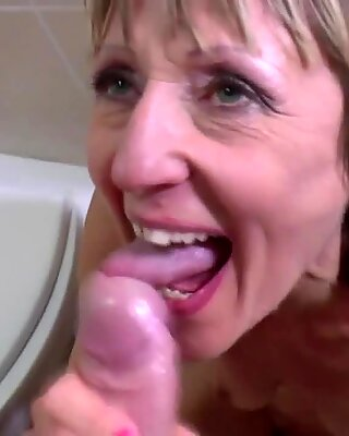 pissing and raunchy drill with mature mother