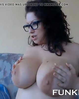 BUSTY SEXY HOT MILF WEBCAM SHOW