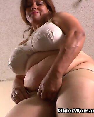 Mom gets horny in nylon pantyhose