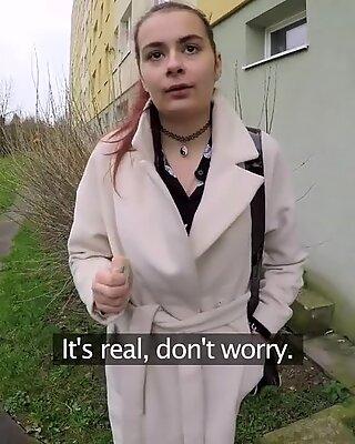 На людях агент русское студенты с бритой пизда трахается на лестничной клетке