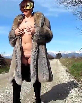 Italian exhibitionist mom