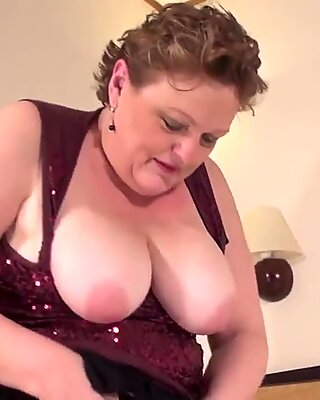 Chubby amateur mom getting herself extremely wet