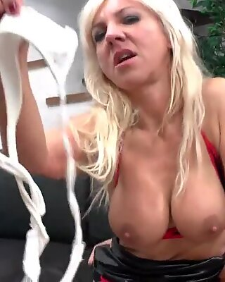 beautiful squirt french mature with big bumpers boinked hard in threesome