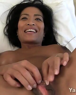 Yanks MILF Tia Wileah's Screaming Orgasms