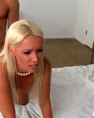 Intense and untamed threesome