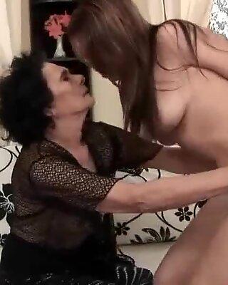 Grannies and 10 대들 레즈비언 fuck 모음집 video