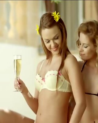 Pretty Lesbians Share A Moment To Feel Arouse For Each One