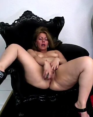Sexy old mom with big ass and thirsty vagina