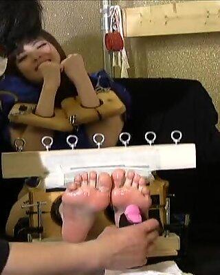 Asian sole tickling 5