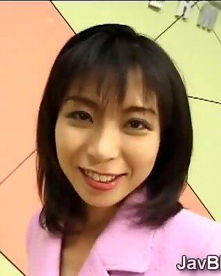 Japansk ankerkvinne elsker å svelge medarbeidernes sæd