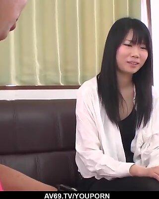 Yuzuha takeuchi се кастинг за порно и шибан много