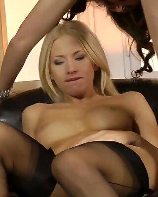 Elegant MILF pussyeating british babes vag