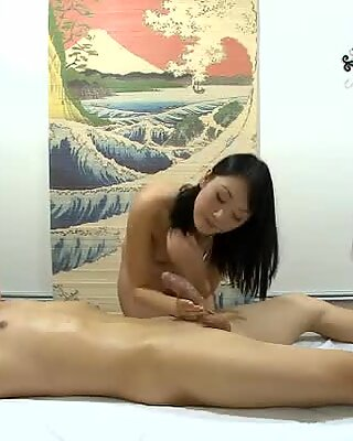 동료는 섹스와 마사지를 즐긴다