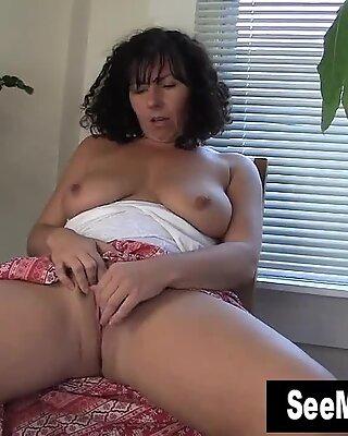Hot MILF Lynn Masturbating