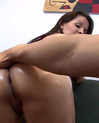 MamacitaZ - MILF Latina Isabella Hot Fucks Hard On Cam