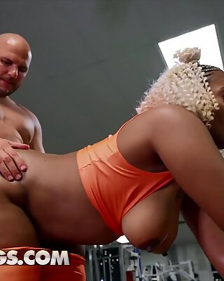 Curby ebony babe (Mimi Curvaceous) twerks her big ass - RealityKings