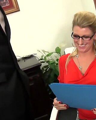 Блондинки милф с большими сиськами наслаждается сексом ебля