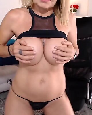 Good stand granny show ass and silicone tits