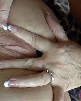 통통한 할머니 finger 쾅 찧기